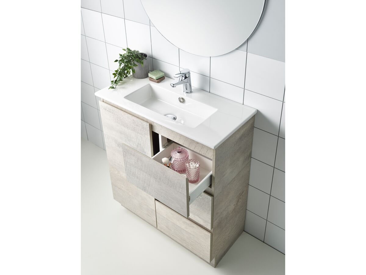 Posh Solus / Domaine Bathroom Setting